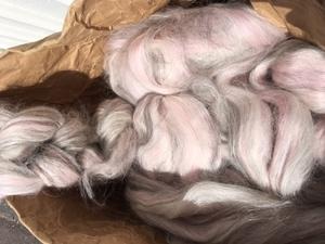 Alpacka /ull med vit-grå-rosa ton. Vinterverkstans blandning