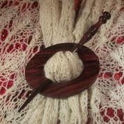 Sjalnål med ovalt spänne och svarvad nål