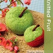 Knitted fruit av susie Johns